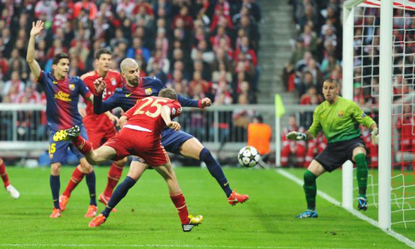 16172845_MUNICH-GERMANY-APRIL-23-Thomas-Mueller-of-Bayern-Muenchen-scores-the-opening-goal-duri-2-1850161