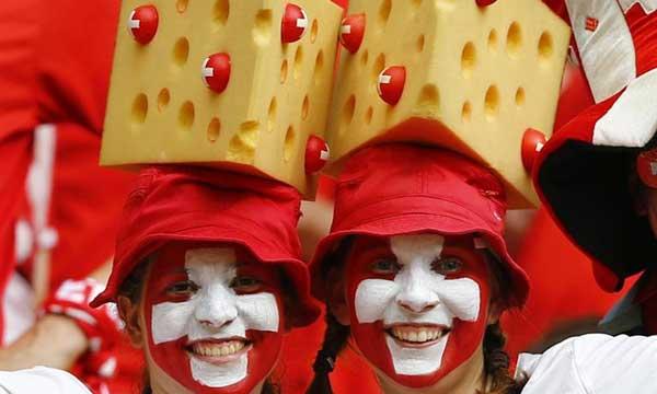 hinchas-suiza-queso