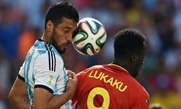 Argentinas-defender-Ezequ-002